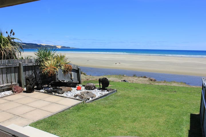Ahipara Tides Absolute Beachfront