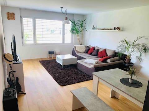 Schöne moderne 2,5 Zimmerwohnung nähe Zürich 30min