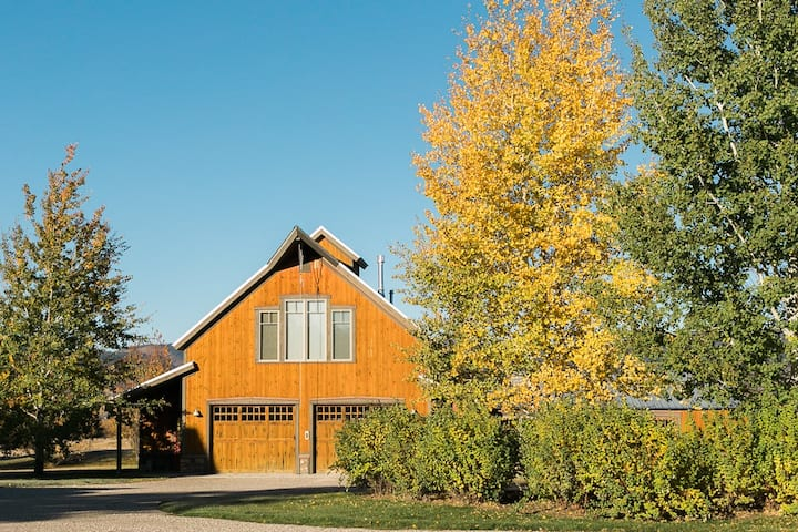 Teton Valley apt: quiet, clean, outstanding views.