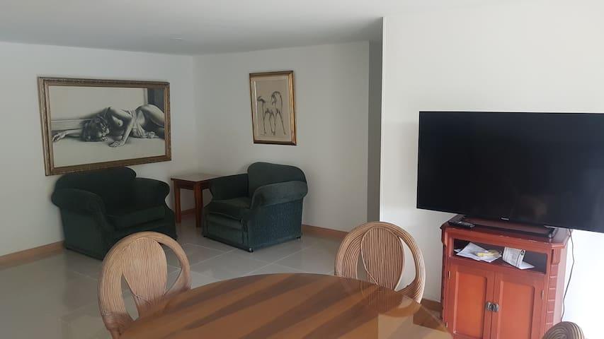 apartamento de 3 habitaciones cerca al metro - Bello - Lägenhet