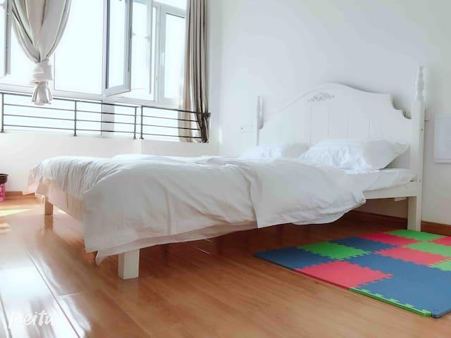 爱家华城-家的温馨  (1.8米大床房)