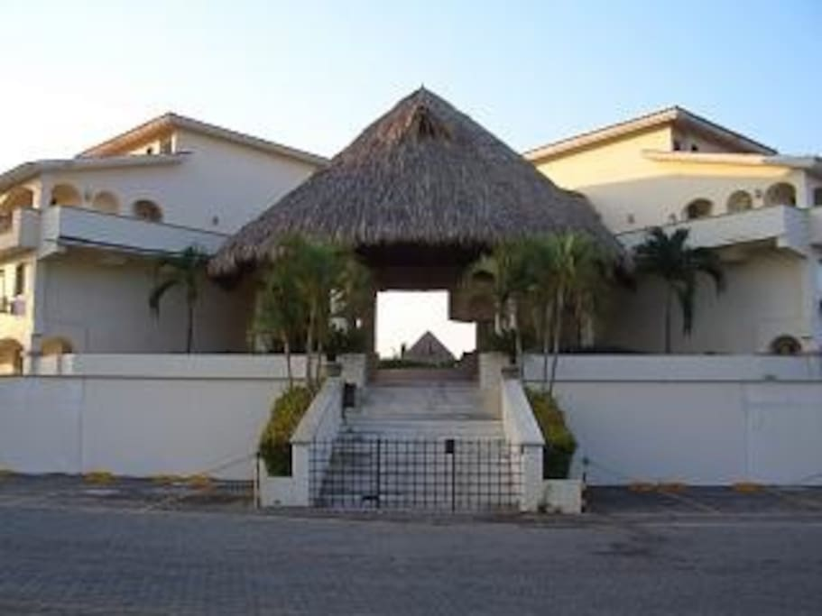 The front entrance to Condominio de Ixtapa Iguana, with 24 hour security