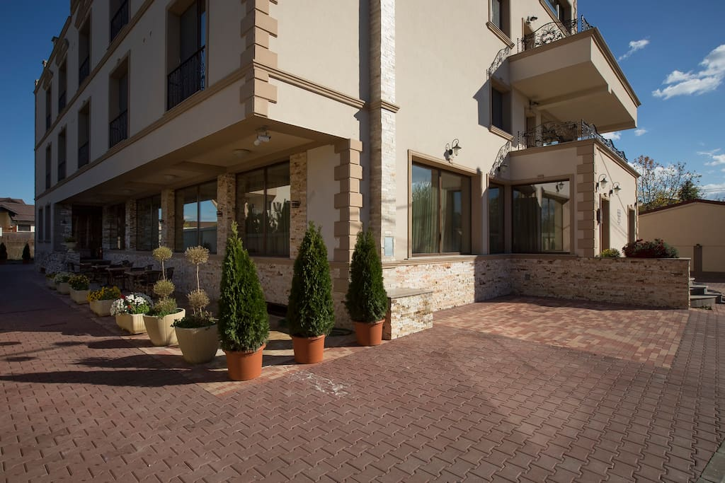 A beautiful boutique hotel near otopeni airport otopeni for Beautiful boutique hotels