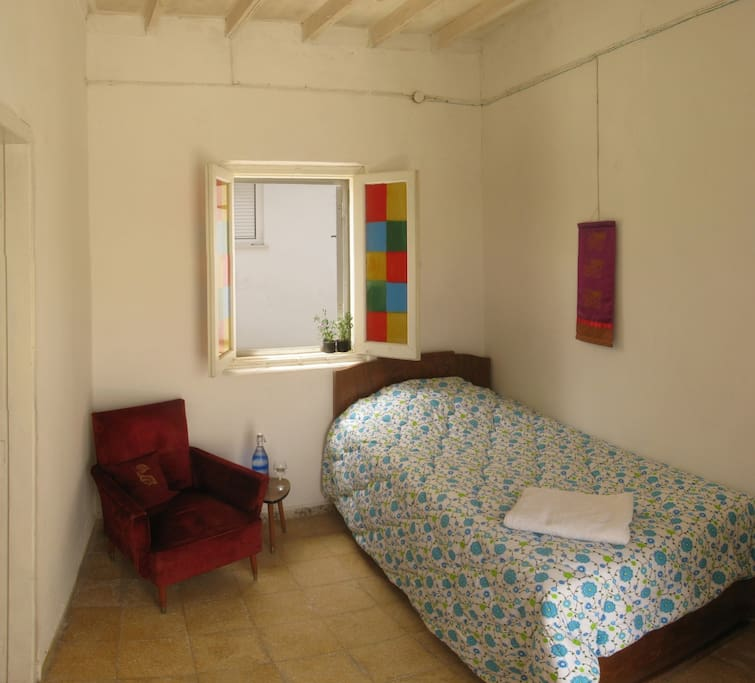 Single Guest Room at Turquoise House