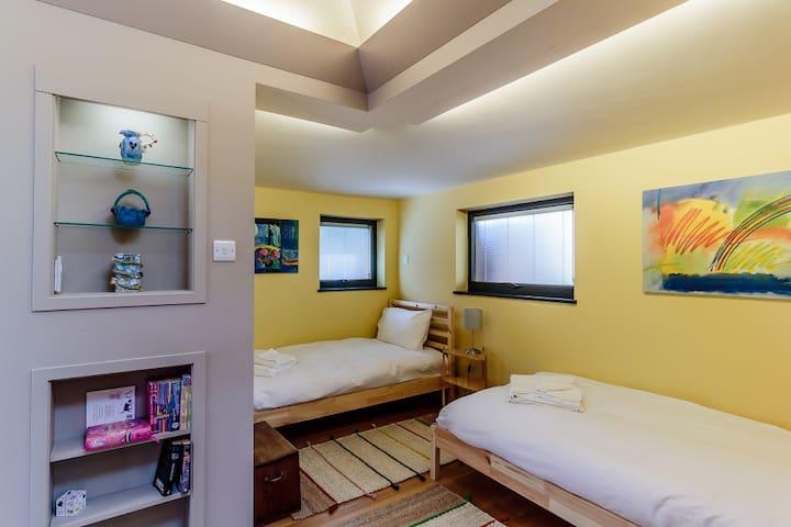 Studio 1 - single bed area