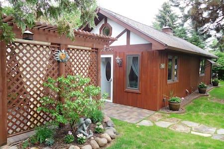 Romantic lakeview Guesthouse - Minocqua - Blockhütte