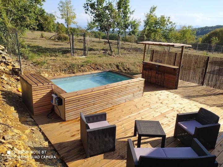 Logement indépendant avec terrasse et piscinette