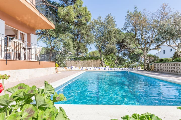 Apartment near the sea with shared swimming pool in Costa Brava