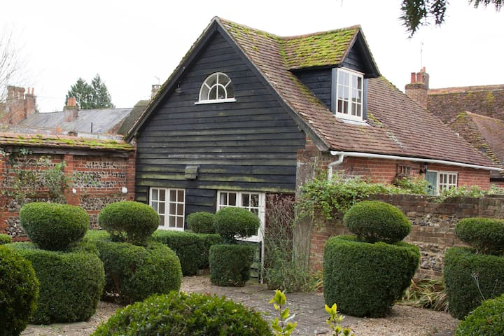 The Coach House with walled garden
