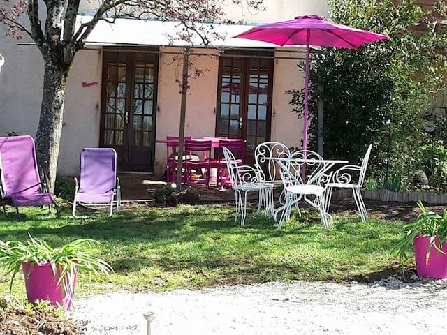 APPART MANOU. gite familial campagne aveyronnaise - Villeneuve - House