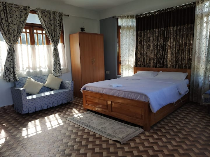 Private Room in Kalimpong with TV/wifi