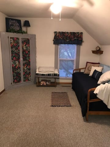 Second bedroom converts to daybed, twin beds or double bed.