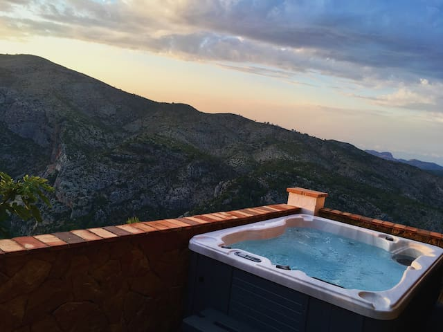 Solar powered Jacuzzi with nature views
