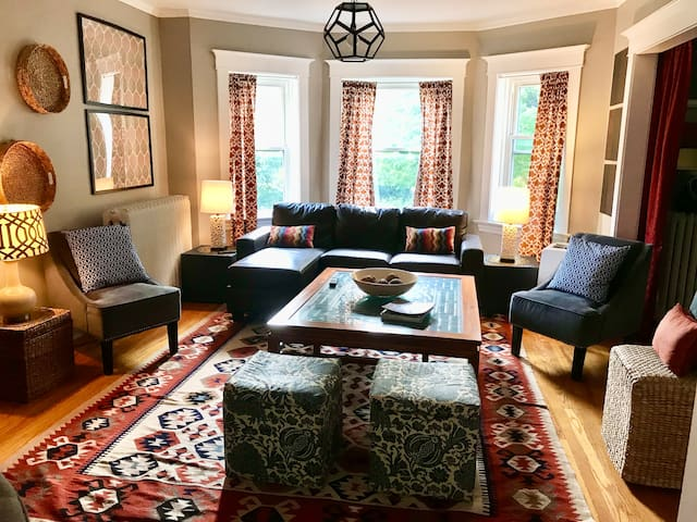 Large sunny 3BR apt. in downtown Oak Park