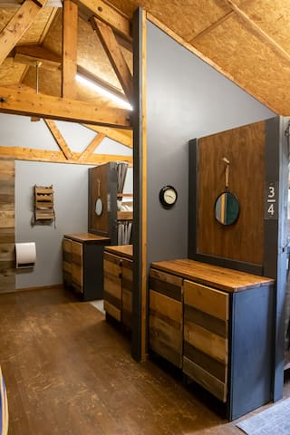 Spacious private Bunkroom + kitchen + pet friendly