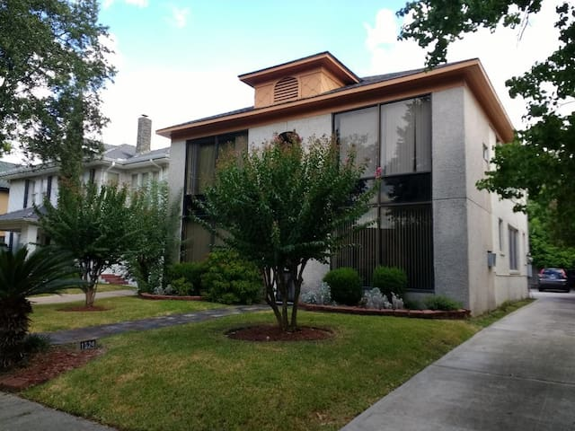 Heart of Houston - 2BR/2BH