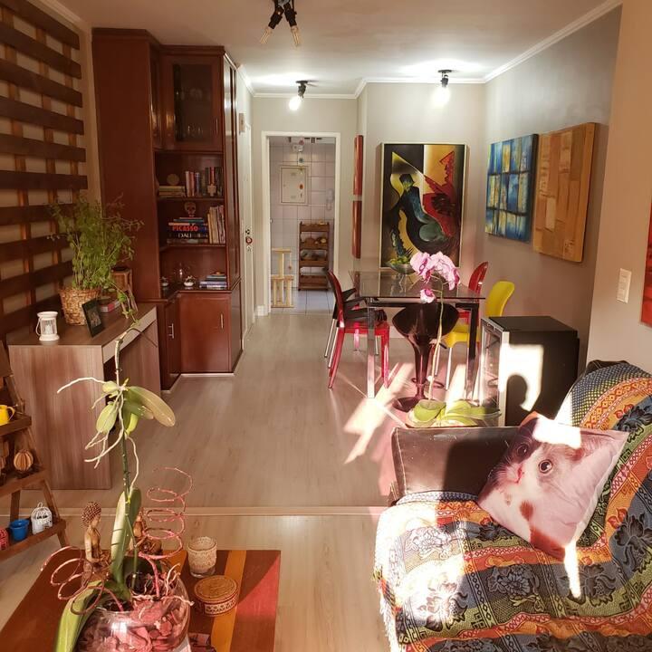 Apto espaçoso, condomínio lindo e bem cuidado