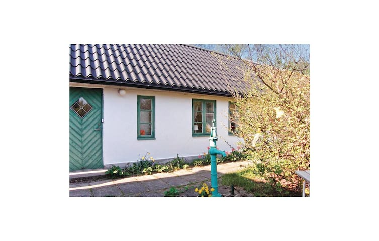 Holiday cottage with 2 bedrooms on 58m² in Höllviken