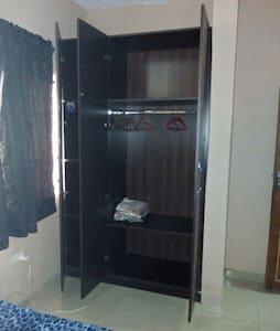 Charming bedroom in Yaba - Lagos - Apartament