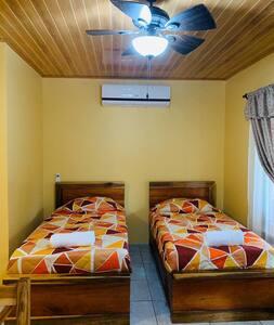 Rusticas Dani & Fam CR 2 Individual Beds