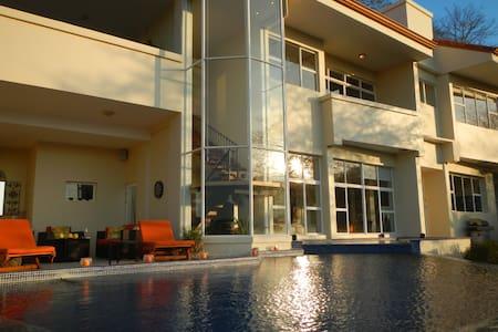 Villa Ventanas,  Sleek, modern ocean view villa - Playa Hermosa - 別荘