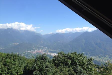 Accogliente mansarda in montagna - Ossimo