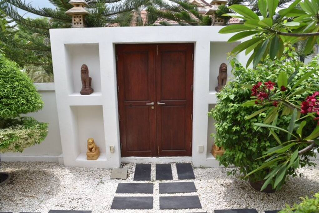 Villa entrance walkin