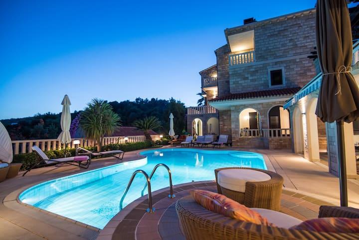 5* Villa Godi Star - concierge service and staff