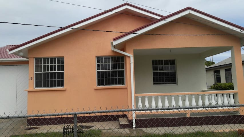 Affordable house in Oistins nr Beach & dining