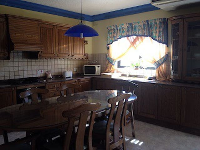 Shared Room in Shared Self-Catering Apartment - Msida - Appartement