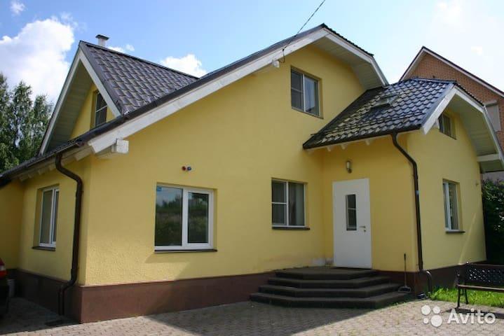 Загородный дом вблизи Санкт-Петербурга - Yukki