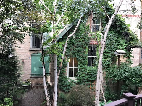 Edgewater, private, charming coach house 2 ( of 2)
