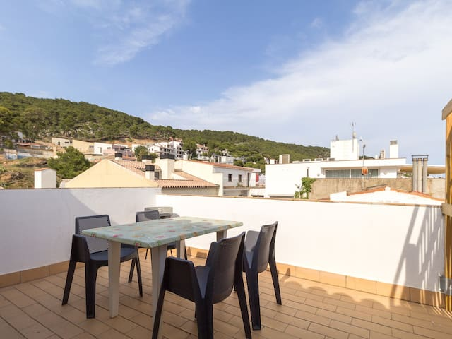 Apartment in the centre, with terrace, 3 min from the beach