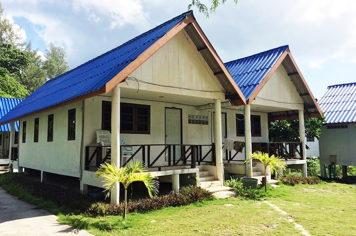 ANDAMAN RESORT - Family Fan Room 4 People - Satun - Bed & Breakfast