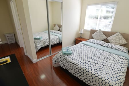 Walk to Disney - Comfortable and Modern Room - Anaheim - Sorház