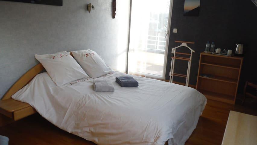 Grande chambre tout confort avec SdB privative - Lannion
