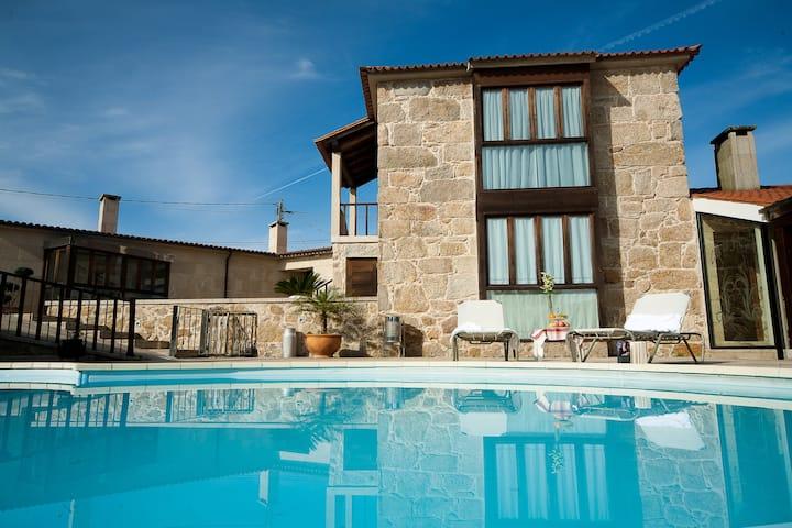 Villa Rural con Piscina y 14 plazas en Rías Baixas