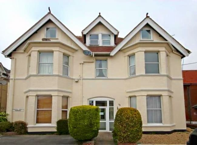 Charming Edwardian Apartment in Boscombe Manor