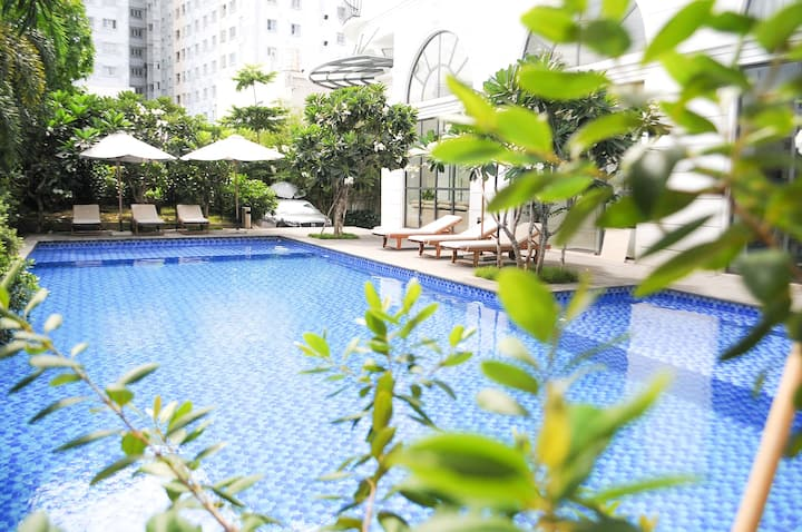 Family 2 Bedroom Apartment_Pool,Gym near Airport