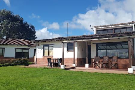 Casa Baden Baden La Calera - La Calera - Haus
