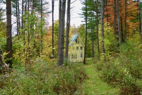 Handbuilt Cabin Retreat for Vermont Adventures