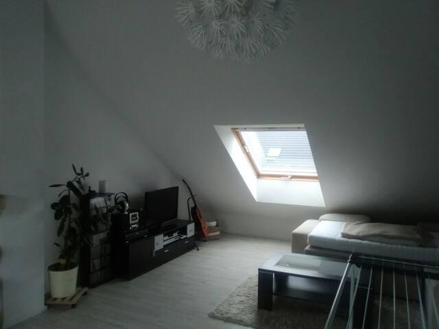 Grosszügiges Dachstudio ca 30qm im Kölner Umland
