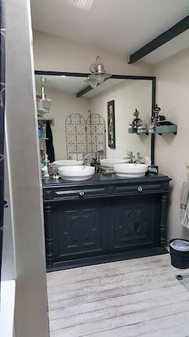 Chambre cosy pour 1 ou 2 pers dans maison ancienne