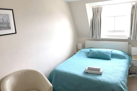 Double Room in Great Location near BigBen - London
