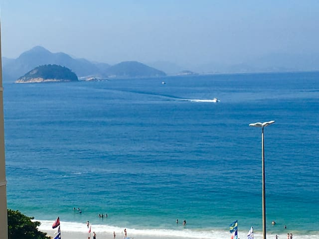 Studio in Copacabana / Ipanema beach, ocean view !