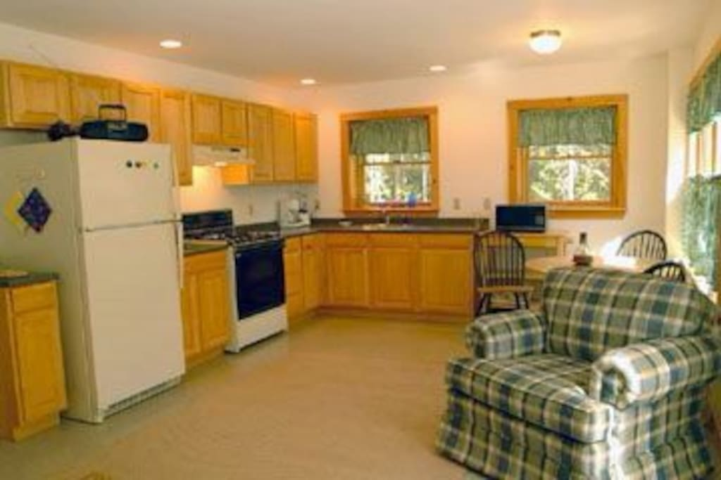 Modern kitchen, gas stove.