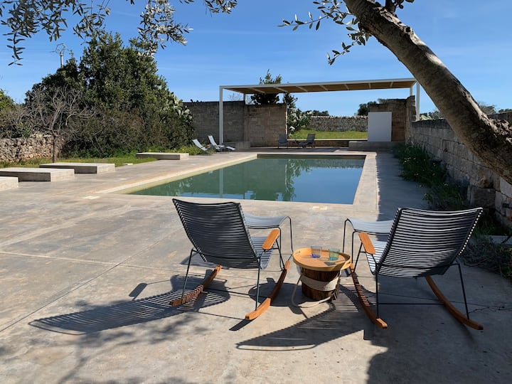 Architects renovated MASSERIA with POOL at the SEA