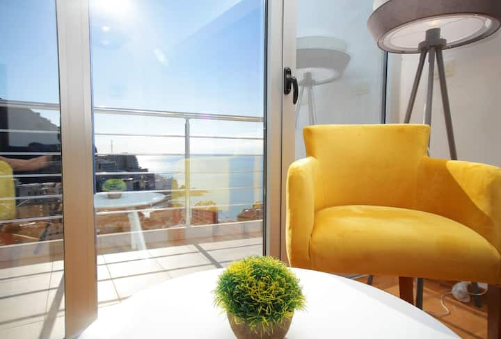 Modern 1 BR Apartment with amazing sea view