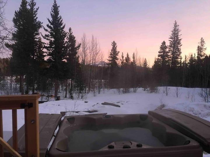 Amazing Cabin Hot tub Fireplace Mountain views