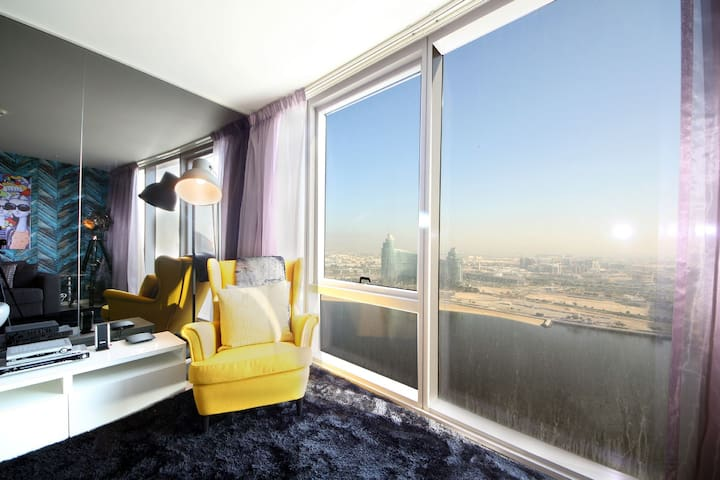 Signature Holiday Homes- Luxury Studio Apartment, D1 Residences (2703) - Dubai - Flat